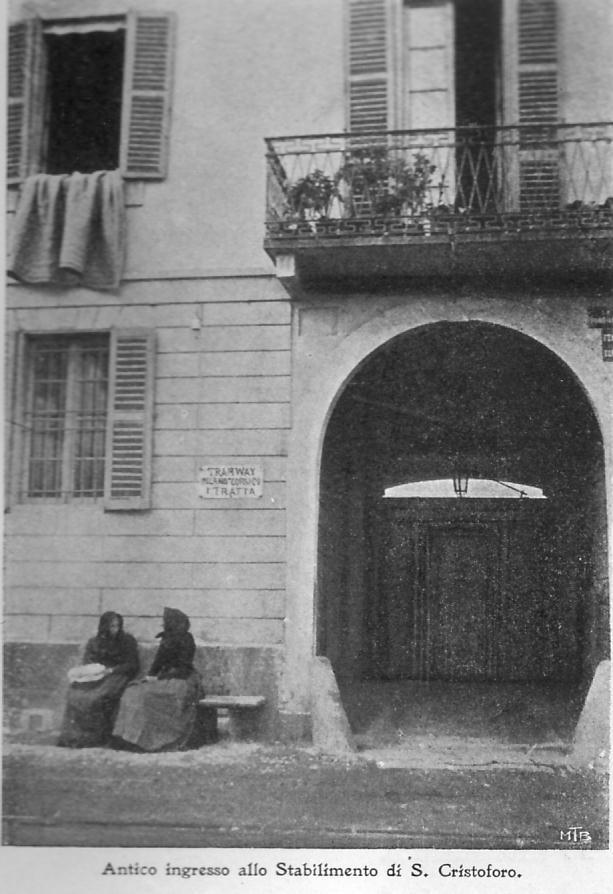 """Antico ingresso Richard Ginori fine '800 (Via Lodovico il Moro). Si nota il cartello della fermata del """"Tramway"""" (omnibus a cavalli). Fonte: https://www.mumi-ecomuseo.it"""