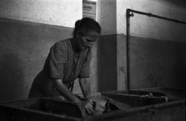 Lavatoio plesso popolare Stadera-Naviglio Pavese 1945