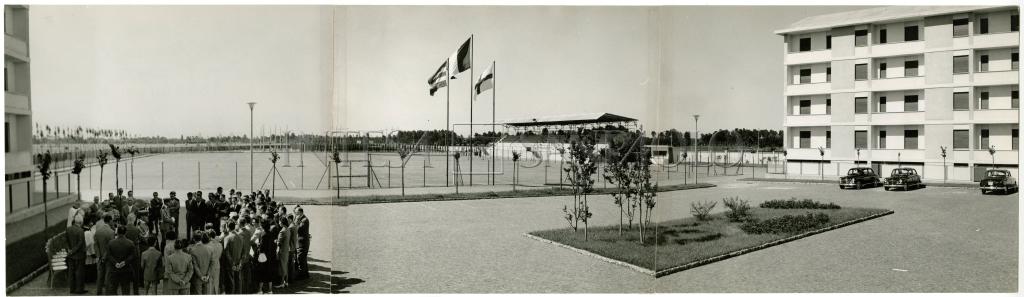 Barona 1958. Via Ovada 20 e 24 cerimonia inaugurale con consegna degli appartamenti ai dipendenti del Banco Ambrosiano.