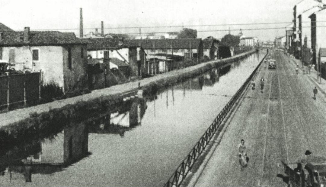 Cascina Baggina e Ripa di Porta Ticinese (anni '30-'40) viste dal ponte ferroviario delle Milizie (S. Cristoforo-Ticinese)