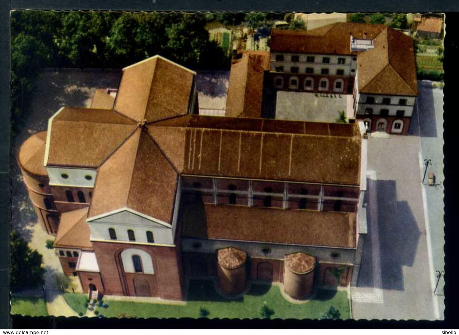 Milano Barona 1964 .Foto aerea Santuario Santa Rita alla Barona. Nell'angolo anteriore destro della foto si scorge una pertinenza cascinale del Mulino Desa.