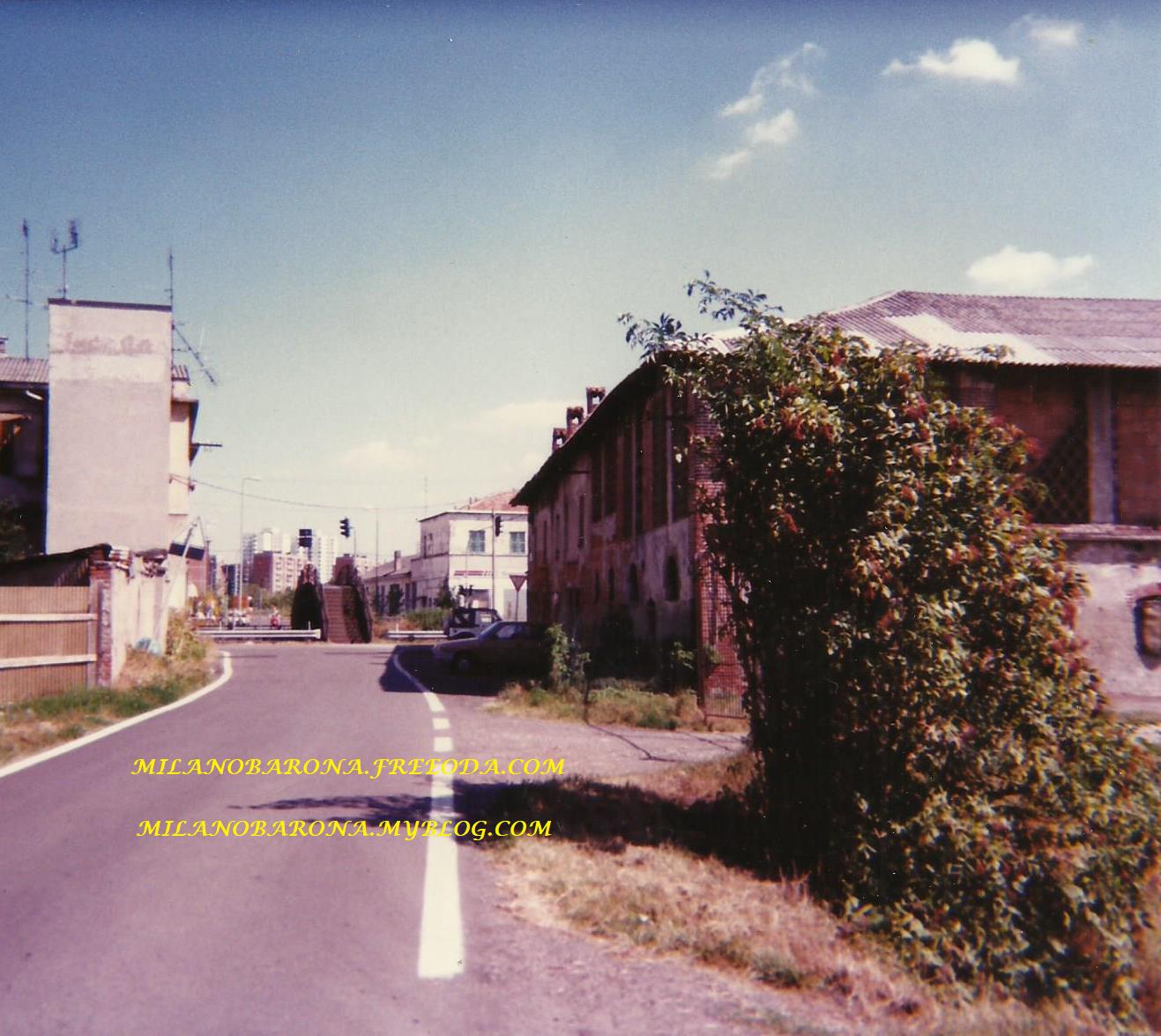 Barona-Gratosolio Agosto 1995. Ponte e Cascina Annone all'imbocco della Via Gattinara.