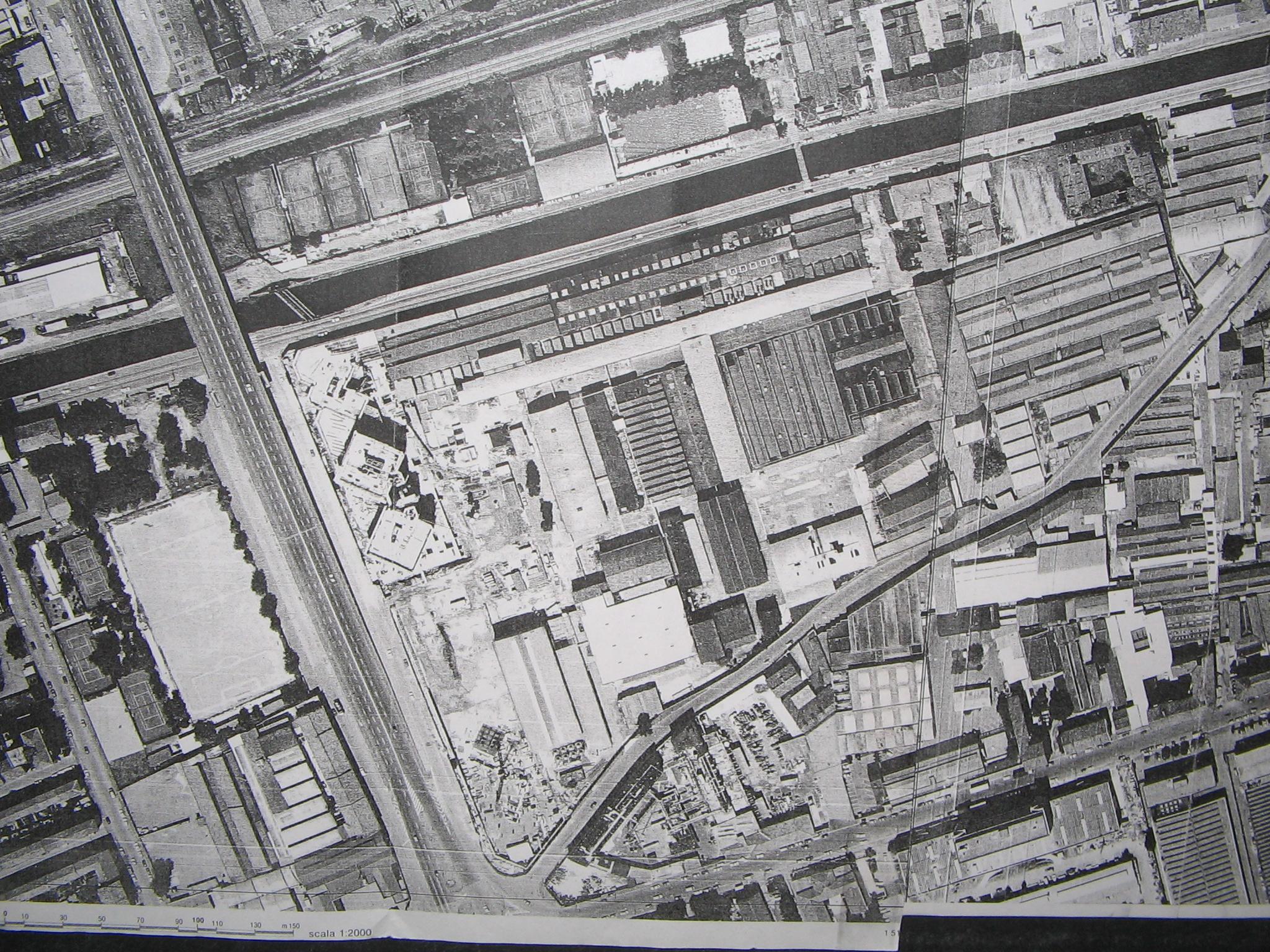 Aerofoto databile intorno al 1985 dove appare la costruenda area uffici di Viale Richard alla Barona e nuovi uffici realizzati in Via Watt 27