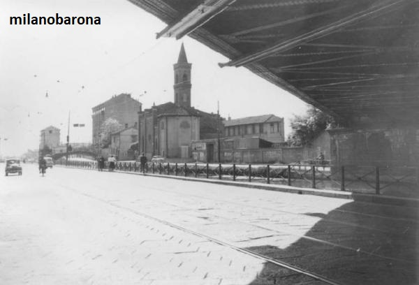 Milano 1960 circa Barona San Cristoforo-Ticinese. Via Lodovico il Moro e Chiesa di San Cristoforo. Immagine di Mario Cattaneo, fonte web Lombardia beni culturali.