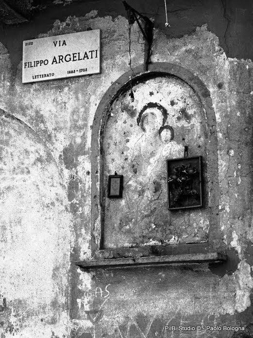 Milano-Ticinese. Madonna votiva in Via Argelati (1972). (da pibistudio.blogspot.it Paolo Bologna)