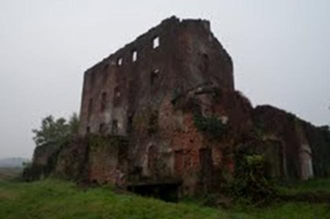 Le rovine del Mulini di Montalbano in una foto contemporanea e antecedente alla sua demolizione non autorizzata. Fonte : https://www.mumi-ecomuseo.it/infodiscs/view/62