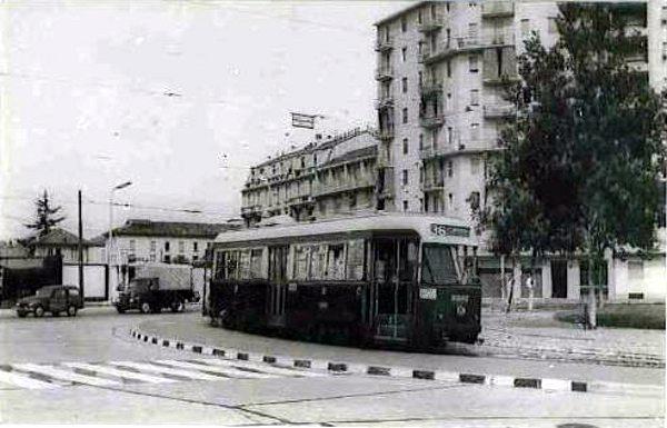 Milano Ticinese (confinante con la Barona, Quartiere La Spezia). Piazza Belfanti (anni '50) capolinea tram 36 (da http://mondotram.freeforumzone.com)