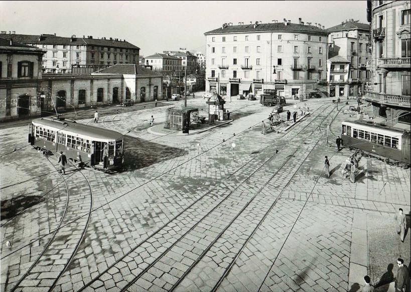 Piazzale Satazione Porta Genova-immediato dopoguerra
