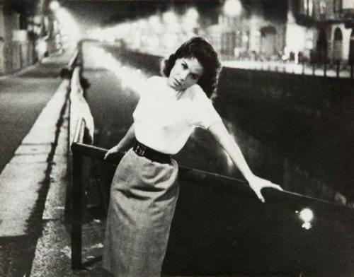 Milano Porta Genova. Anni '70 Ponte di Via Valenza/Ripa di Porta Ticinese Ornella Vanoni (da Casa della Vetra).