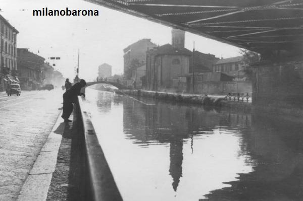Milano 1960 circa. Barona al confine con il Ticinese. Ponte ferroviario e Chiesa di San Cristoforo sul Naviglio Grande. Autore immagine Mario Cattaneo, fonte web Lombardia beni culturali.
