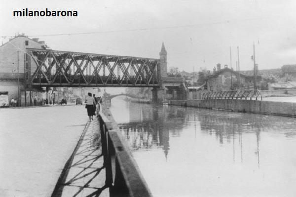 Milano 1960 circa, Ticinese-Barona. Ponte Ferroviario di San Cristoforo e Naviglio Grande. Autore immagine Mario Cattaneo, fonte web Lombardia beni culturali.
