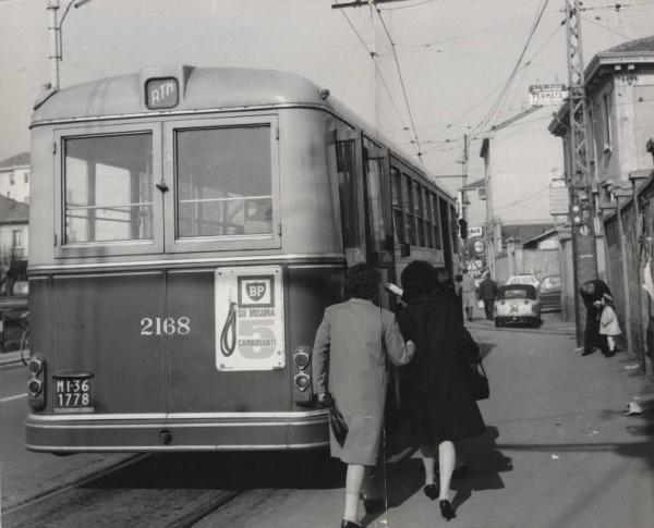 Corsico Via Vittorio Emanuele. Capolinea ex tramvia Milano Corsico, autobus ATM Milano Corsico 1966
