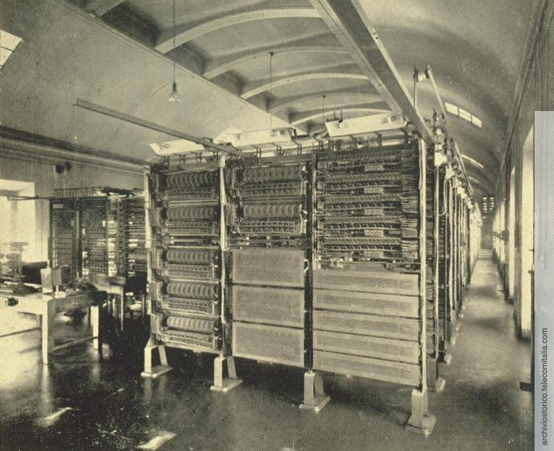 Sala selettori centrale telefonica sub distretto Barona 1967.