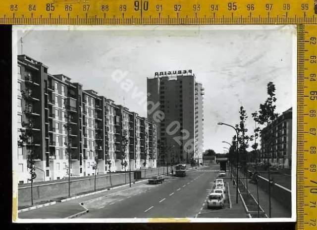 Milano Barona. Via Fra Cristoforo (quartiere Torretta) nei primi anni '60. (da ebay.it)