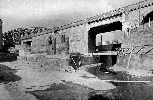 Viale Cassala-S.Cristoforo 1949, edificazione sponde Lambro Meridionale-rifacimento attraversanti il rilevato ferroviario (da Flickriver-Milàn l'era inscì)