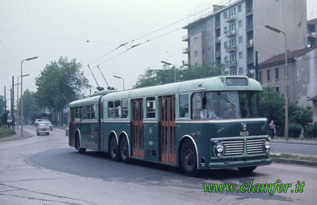 Viale-Cassala-anni-60-Filobus-(linea 90/91) Viberti-FIAT-2472-Monotral-CV-33-CGE ()clamfer.it)