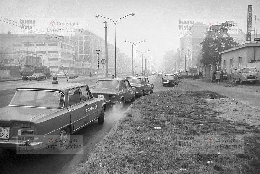 Archivio DINO FRACCHIA: Milano Barona 1974. Pattuglie Polizia di Stato