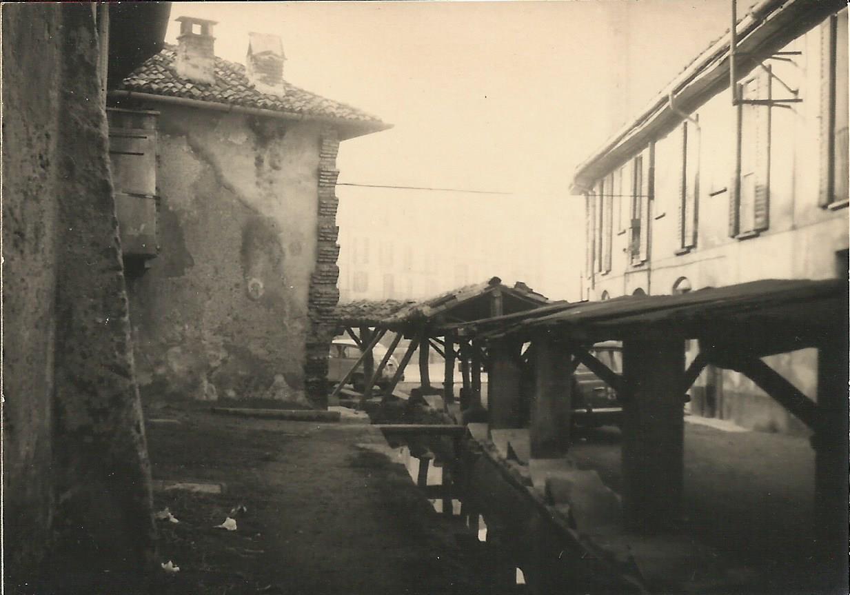 Vicolo delle Lavandaie (oggi rinominato Vicolo Lavandai) nel 1967, allo stato originale ed utilizzato sino a pochissimi anni prima (prima dell'avvento delle lavatrici), oggi ridotto ad un orpello decorativo della Movida che ne ha stravolto l'aspetto e l'integrità storica di un tempo.