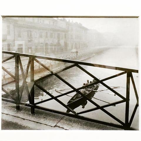 Vogatori Canottieri Milano, dal Ponte di San Cristoforo sul Naviglio Grande. anni '50 (foto di Paolo Monti) da imgrum.net