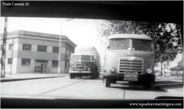 """Milano Ticinese, Viale Cassala-Via E. Schievano (confini con la Barona) 1962. Fotogramma del film """"Gli italiani e le donne"""""""