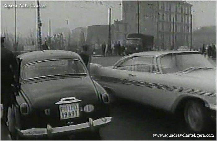 """Milanp - Porta Genova. Da un fotogramma del film (1960) """"I piaceri del Sabato Notte"""" (regia Daniele Danza), ponte di Via Valenza e Ripa di Porta Ticinese. (da squadravolanteligera.com)"""