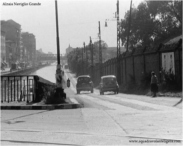 """Milano Ticinese, Ponte Via Valenza e Alzaia Naviglio Grande, 1957. Fotogramma del Film """"Susanna tutta Panna"""" (da squadravolanteligera.com)"""