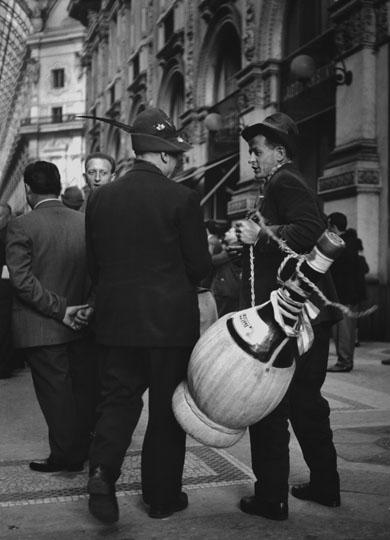 Raduno degli Alpini Galleria Vittorio Emanuele anni '60. Autore Roberto Spampinato (fonte web admiraphotography)