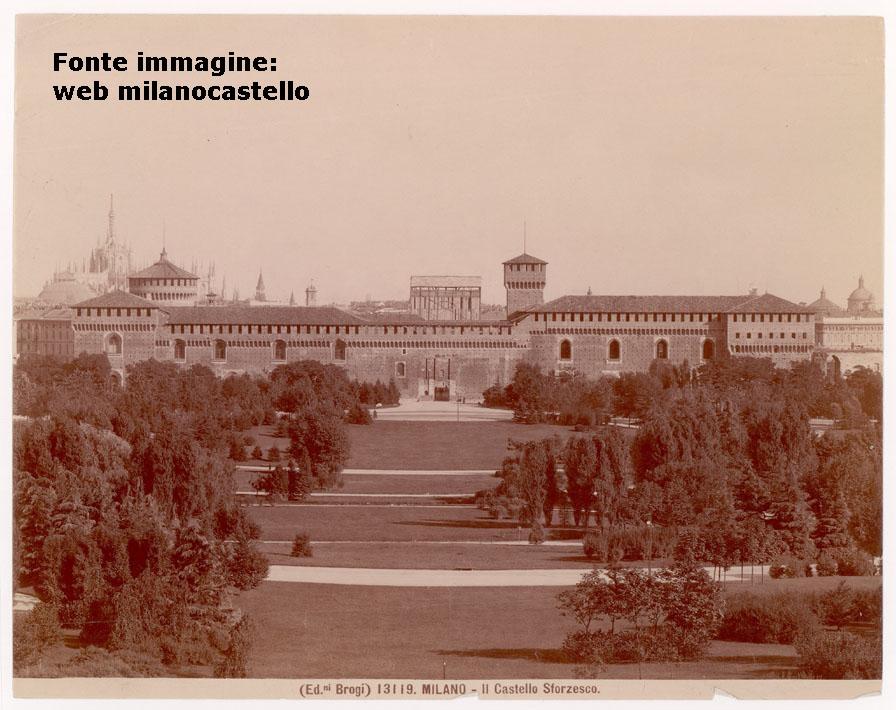 Castello Sforzesco )1904 circa) privo della Torre del Filarete (in costruzione come visibile dell'immagine).