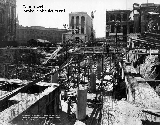 Piazza Duomo 1943. Periodo bellico, scavi per la realizzazione di un rifugio antiaereo.