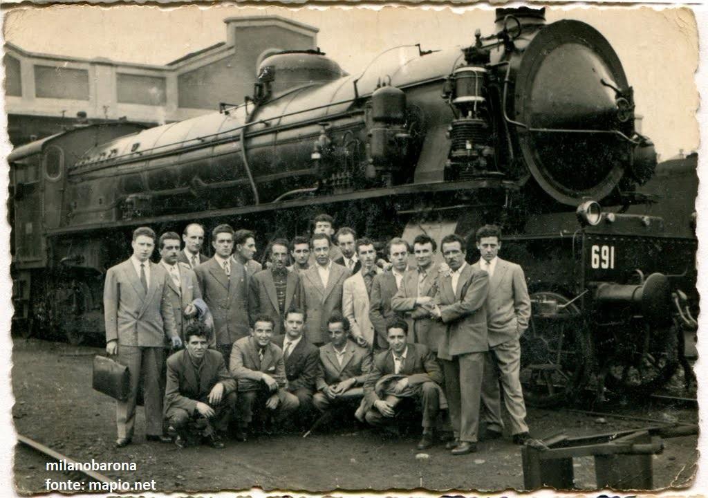 """Milano 1054. Greco. Deposito locomotive e locomotori """"Greco-Pirelli"""" e fotoritratto della scuola allievi manovratori."""