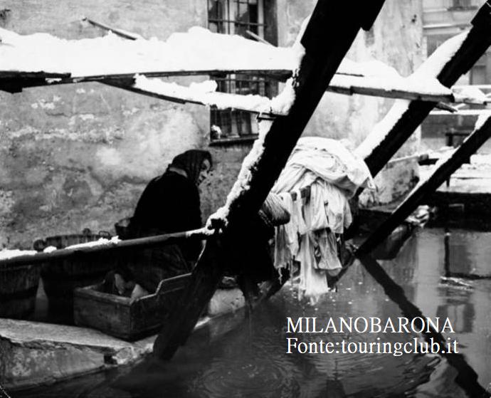 Milano 1961 Ticinese. Vicolo Lavandai. (archivio TCI)