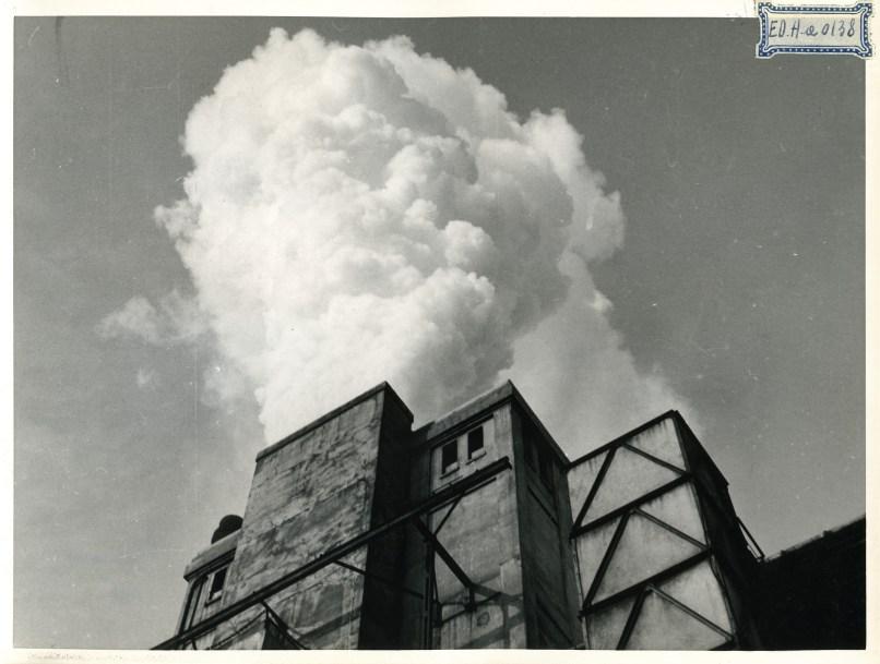 """Milano 1953 Bovisa. Edison gas. Torri di raffreddamento impianti """"Carbon Coke"""" delle officine del gas Bovisa. (thesubmarine.it , Studio Grazioli, Archivio fotografico AEM)."""