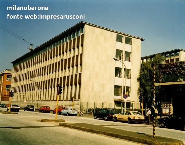 Milano 1980 circa. Bicocca, Viale Sarca, palazzina (1956-57) del dipartimento industrie Pirelli di Ricerca e Sviluppo.