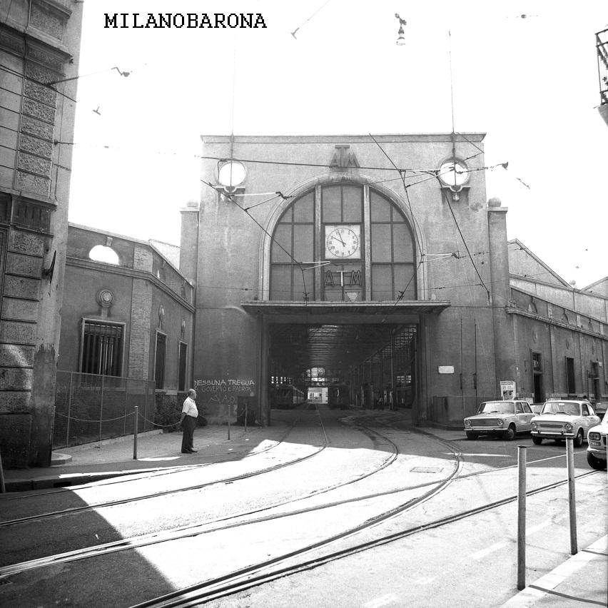 Milano Ticinese, 1975 circa. Deposito tranviario di Via Pietro Custodi. (fonte immagine, SIT Geoportale)
