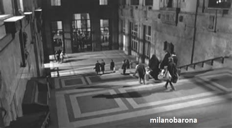 """Milano 1960. Da un fotogramma del film """"Rocco e i suoi fratelli"""", scalinata ed atrio ec biglietterie della Stazione Centrale. (fonte magazine.larchitetto)"""