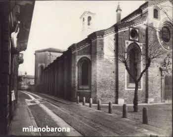 Milano Porta Vittoria (datazione compresa tra il 1912-30 circa). Chiesa di San Pietro in Gessate e Via Chiossetto. (fonte : fotografieincomune.comune.milano)