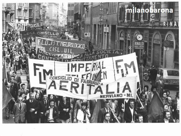 Milano Porta Venezia 1973. Corteo del Primo Maggio in corso Venezia (striscioni dipendenti dell'industria Imperia-Telefunken). (fonte fotografica Lombardia beni culturali)