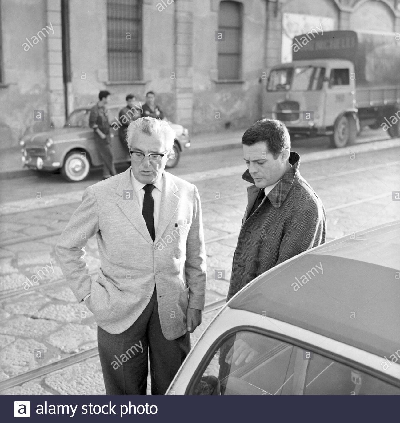 """Barona 1963. Fotogramma del film """"Ieri oggi domani"""" diretto da Vittorio De Sica. Siamo in Via Lodovico il Moro (l'immagine proviene dal web alamy.com, erroneamente localizzata in Ripa di Porta Ticinese), un centinaio di metri dopo la biforcazione della Via Morimondo)."""