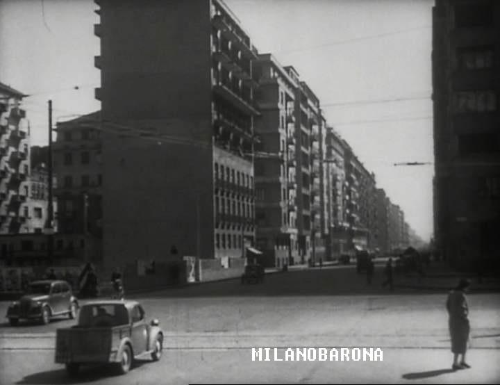 """Porta Nuova 1950. Fotogramma del film """"Ceonaca di un amore"""" di Michelangelo Antonioni. Viale Tunisia ripreso da Piazza della Repubblica. (fonte immagine imcdb.org)"""