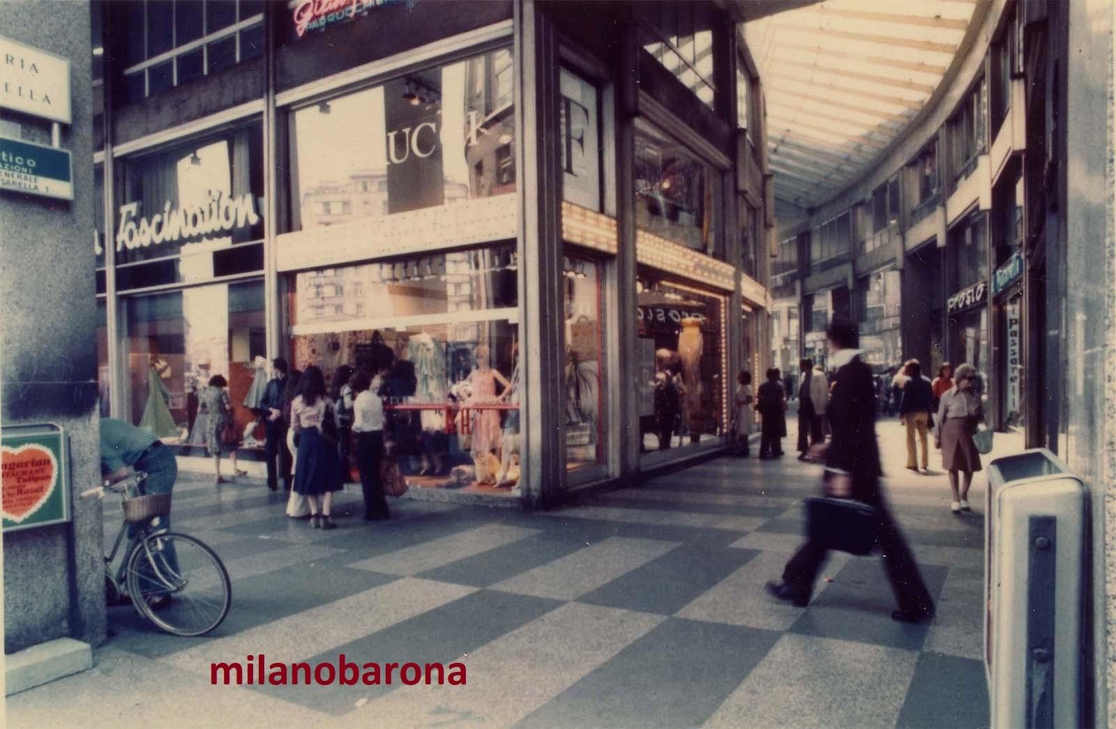 Milano 1967. Galleria Passarella Piazza San Babila. Negozio Fiorucci