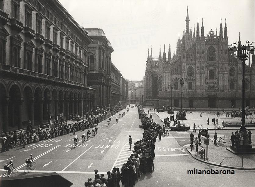 Giro d'Italia, Milano Piazza Duomo, edizione 1975.