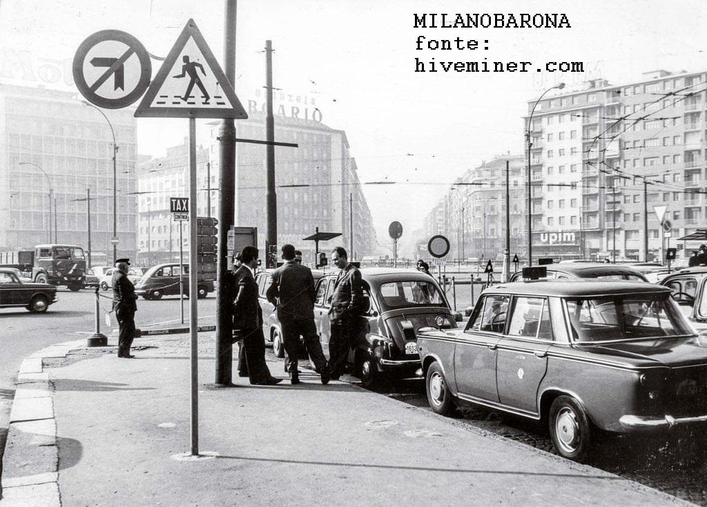 Milano 1970 circa, Piazzale Loreto e posteggio TAXI. (fonte indicata nell'immegine)