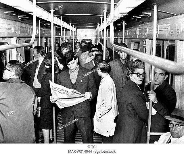 Convoglio Metropolitana Milanese 1 linea rossa nei primi mesi di esercizio di tale linea.