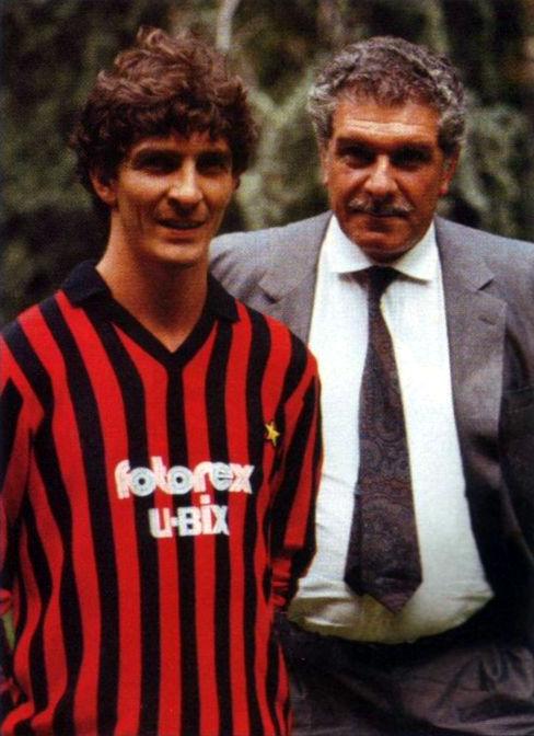 Milan AC - 1985 - Paolo Rossi (Prato, 23 settembre 1956 – Siena, 9 dicembre 2020) e Giussy Farina nella difficile stagione castilcica di Seria A del girone 1985/86. (wikipedia)