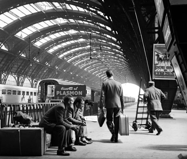 Stazione Centrale 1961. Autore Elio Ciol, fonte immagine : web Artsy