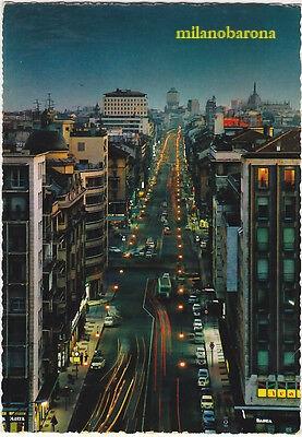 Milano 1966. Immagine serale di Corso Buenos Aires (ripresa da Piazzale Loreto). (piccclick)