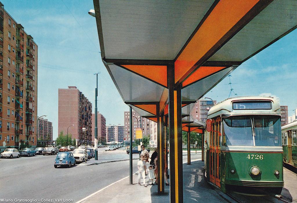 """Milano Gratosolio 1970 circa. Capolinea tram linea 15. Città """"satellit""""e che negli anni successivi affrontarono degrado e incuria sino a trasformarsi in ghetti. (Milàn l'era inscì)"""