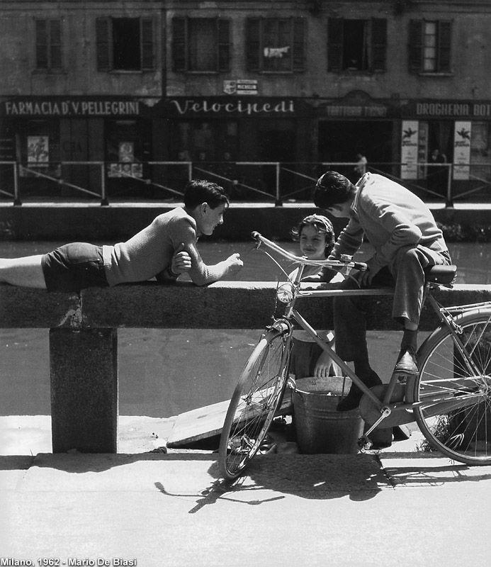 Milano Ticinese 1962. Giovane lavandaia (Pinterest.com).