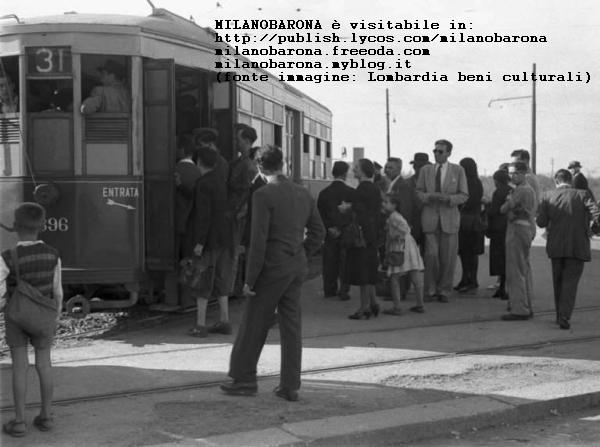 Bicocca 1945. Capolinea tranvia 31, operai e impiegati stabilimenti Pirelli e Breda di Viale Sarca. (fonte immagine e contestualizzazione storica Lombardia beni culturali).