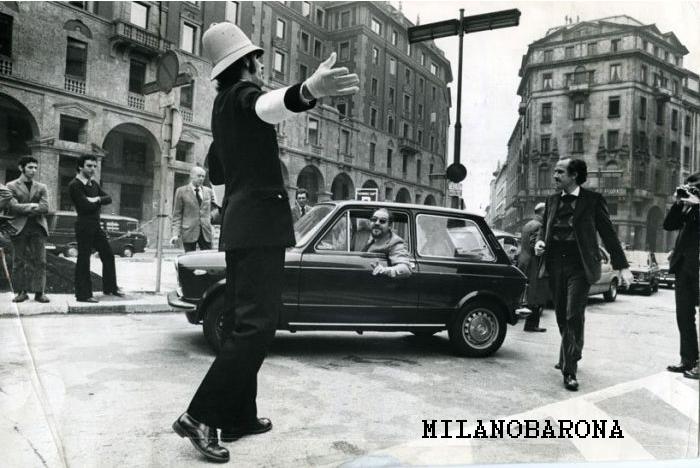 Milano 1973, Piazza Meda. Autore foto Franco Gremignani, fonte web Repubblica.it